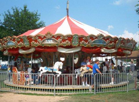 Um carrossel, Da próxima vez que for a um parque de diversão, pense em astronomia (credito: http://www.stpmo.com/olde_time_picnic.htm)