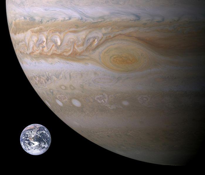 Comparação entre os tamanhos da Terra e da Grande Mancha Vermelha de Júpiter em 29 de dezembro de 2009. (Crédito: Wikimedia Commons)