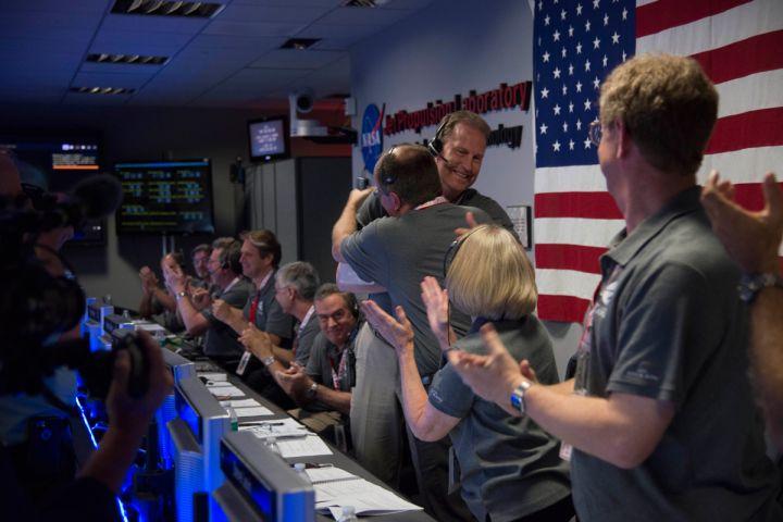 Equipe da missão Juno comemorando o sucesso da aproximação com Júpiter (crédito: NASA/JPL)